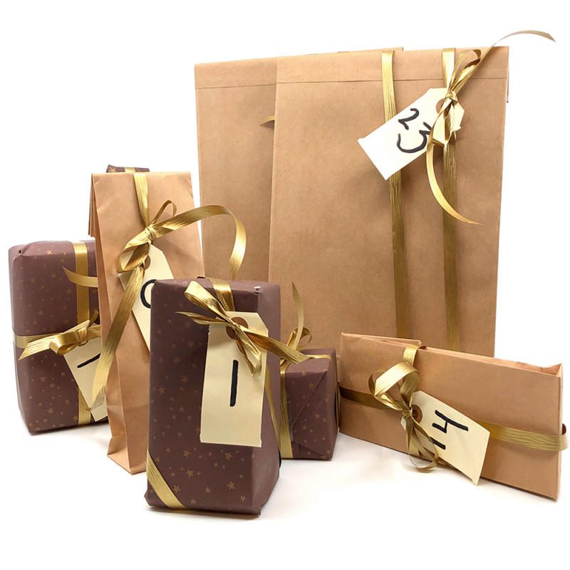 Færdig indpakket julekalender med 24 pakker fyldt med lækkerier