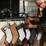 Så fine ser de lækre julesokker fra UASHMAMA ud, når de hænger ved siden af hinanden.