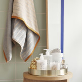 Saml alle dine lækre cremer på badeværelset på en lækker måde