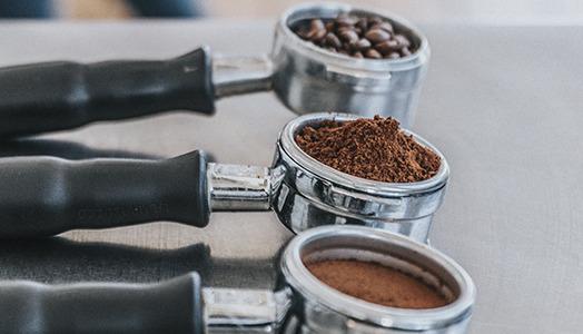 Portafiltre med kaffe